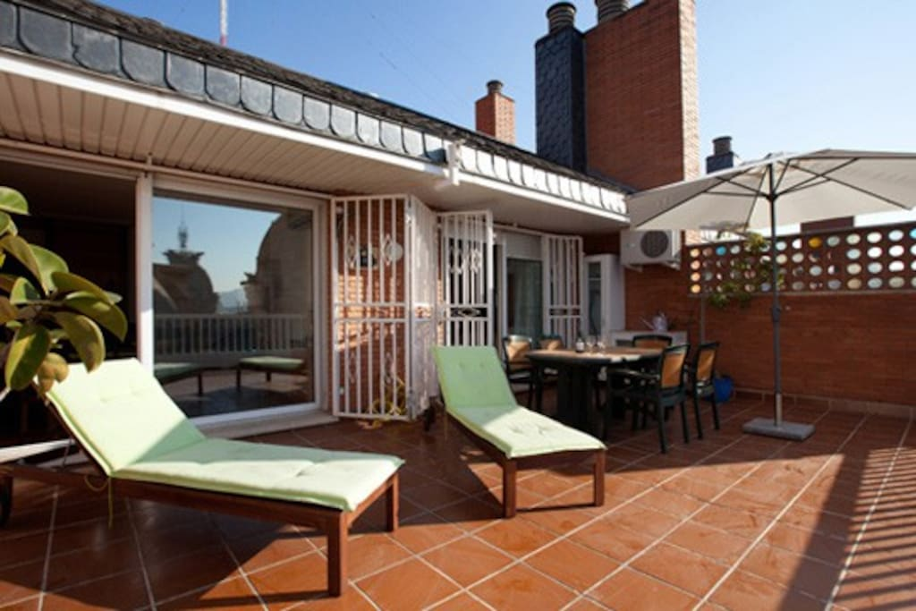 The furnished terrace,provided with sun-beds & table to relax with a book or a glass of wine after a day visiting Barcelona