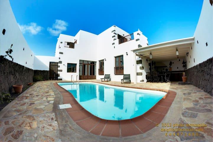 Casa de los Volcanes - Tinajo - Villa