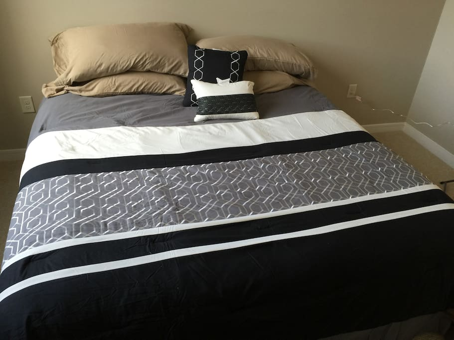 2 bedrooms/2 full bathrooms (including 1 King bed; 2nd bedroom has 2 Twin beds)