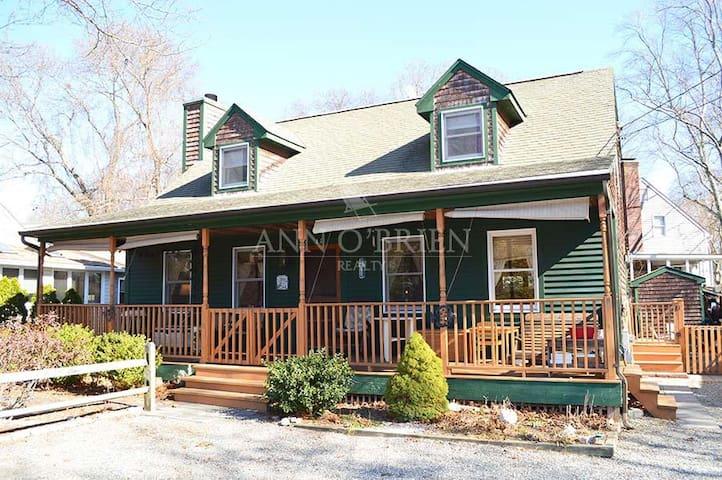 The Lake House in Narragansett