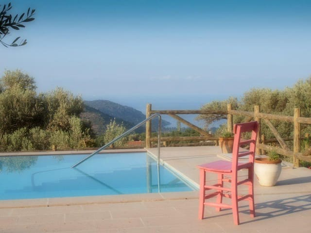 Private villa and pool near beach.  - Datça