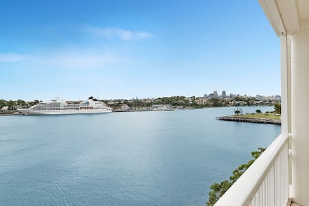 180° Stunning Harbour Views mins to CBD. New, Chic - Pyrmont - Apartment