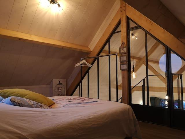 La chambre ( avec lit 2 pers+3 matelas d' 1 pers)
