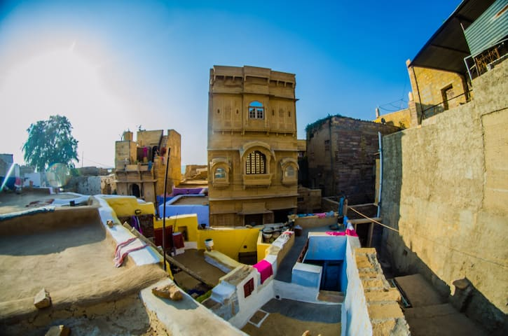 A Room with Ancient Architecture & Modern Fixtures - Jaisalmer - Hotel boutique
