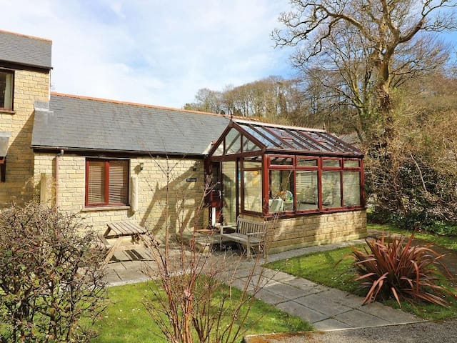 CHY-NANS, family friendly, with pool in Falmouth, Ref 959953