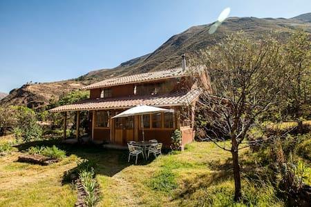 Casa amanecer, Lamay. Bella casita en el campo