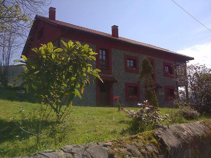 Sele II - Casa d'Aldea Asturias B&B