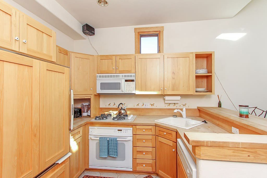 Livery 2C - Fully equipped kitchen with breakfast bar
