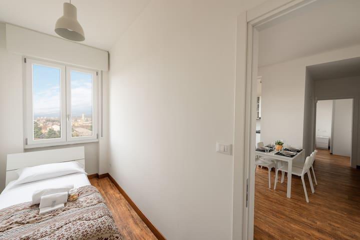 seconda camera - second bedroom - вторая спальня