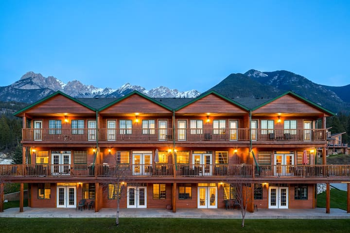 Marble Canyon 4 Bedroom Luxury Townhome: Unit 601 P2