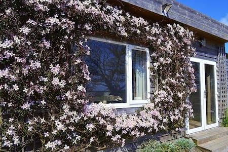 Clematis Cottage - Gurnard