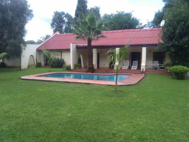 Ensuite bedroom  With pool and garden veiw - Bulawayo - House