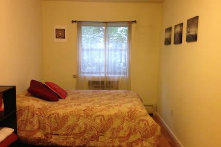 Cozy Private Bedroom in heart of Williamsburg - New York - Appartamento