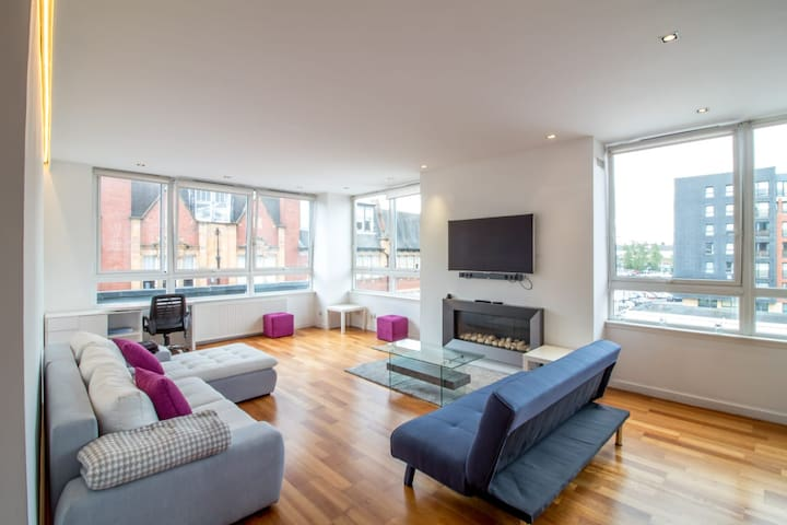 Stunning City Centre Flat close to St Enoch Centre
