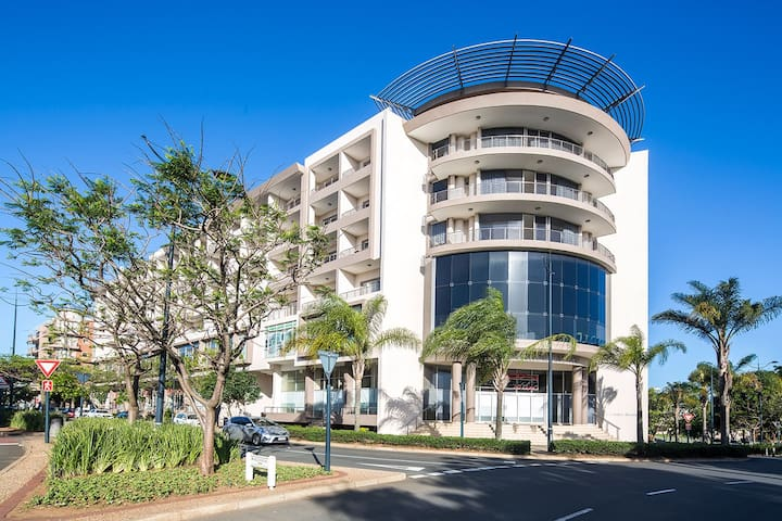 Modern Apartment in the heart of trendy Umhlanga.