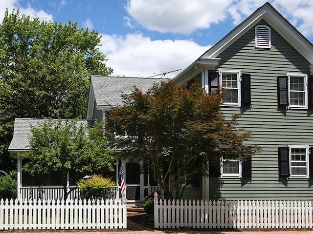 Pride and Joy - Charming Pet-Friendly Home in Historic Oxford!