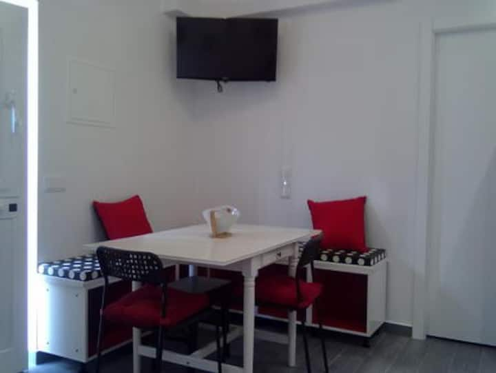 Studio, 40 mts from the beach- historic center
