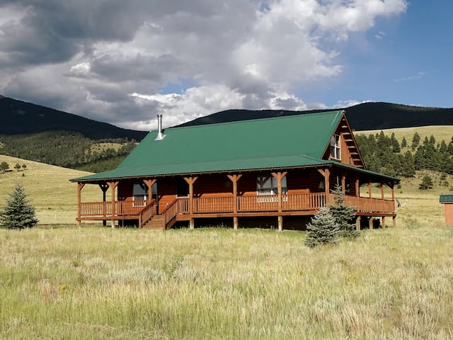 Elk Ridge Cabin in Eagle Nest, New Mexico