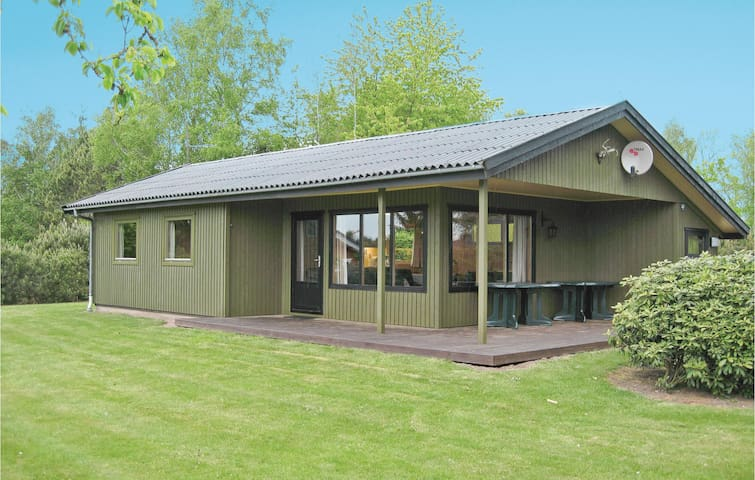 Holiday cottage with 3 bedrooms on 64m² in Kirke Hyllinge
