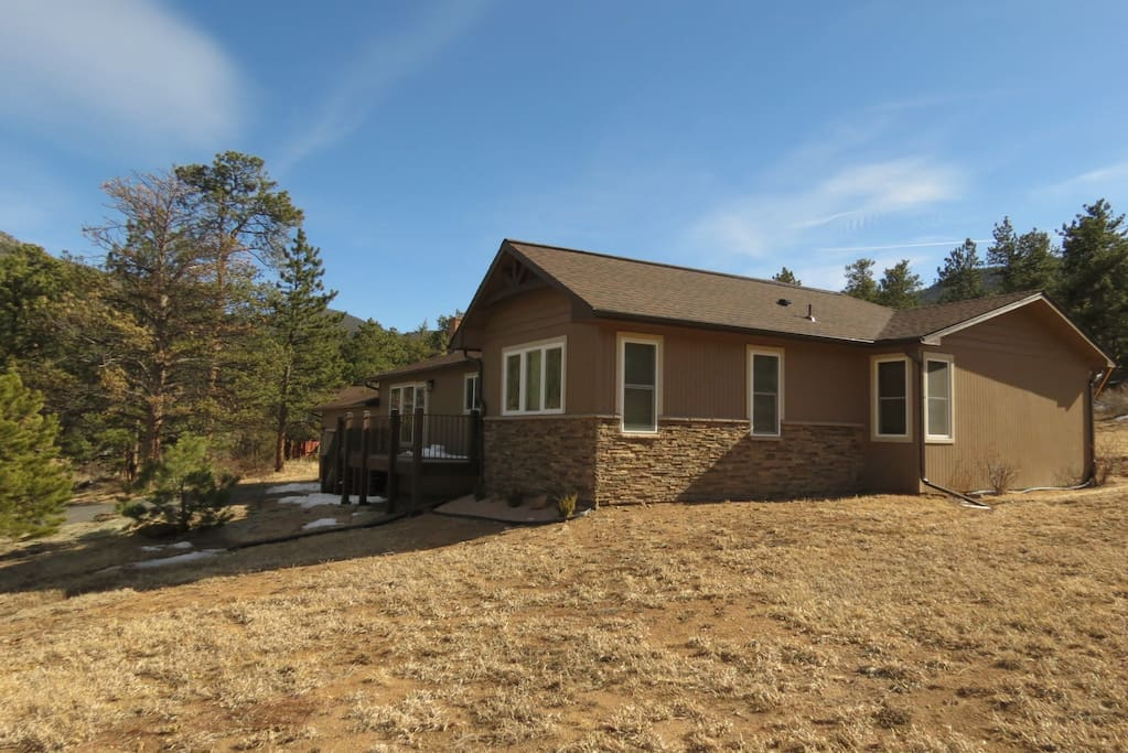Aspen Grove Retreat - Gorgeous mountain views surround this 3 bedroom ranch home.