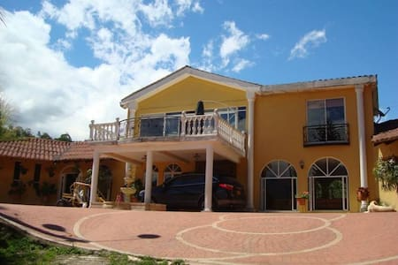 Finca Villa Lucia, para disfrutar la naturaleza - Silvania - Villa