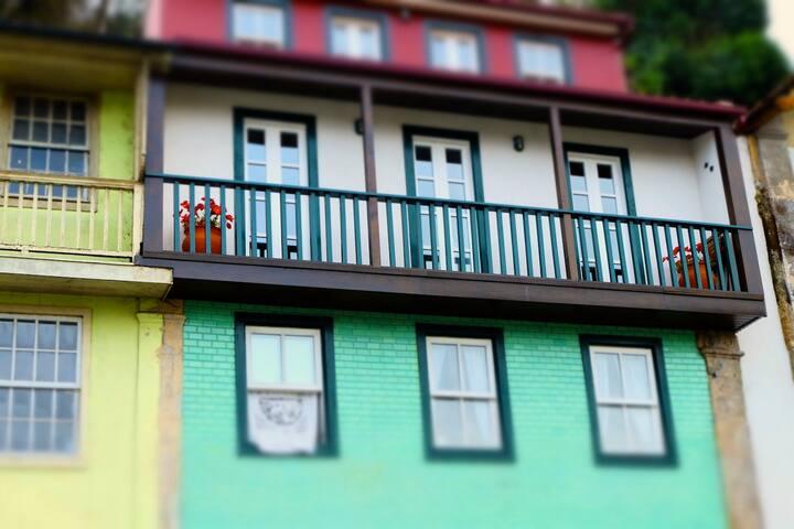 A Casa de Amarante em pleno centro histórico e com vista privilegiada  para o rio Tâmega num prédio com mais de 100 anos.