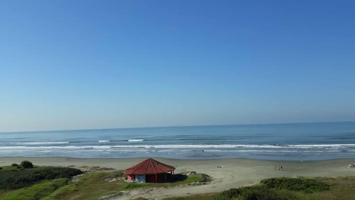 Apartamento com vista linda de frente ao mar!