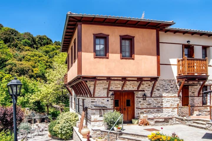 Charming Mansion in  Vrastama with Balcony
