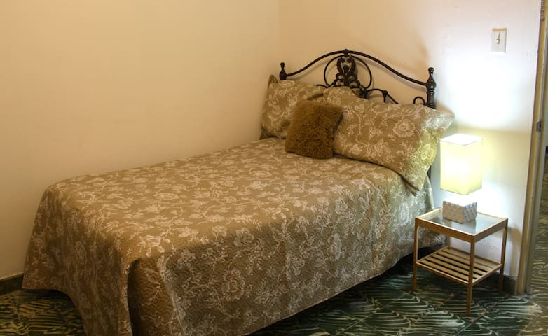 Private Room B Close to Town Square - Ponce - Casa