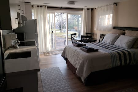 Private, bright main floor guest house -no stairs
