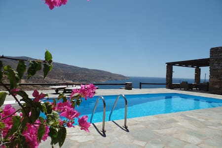 Villa with a pool  and sea view - Koundouros