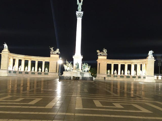 Heroes's square