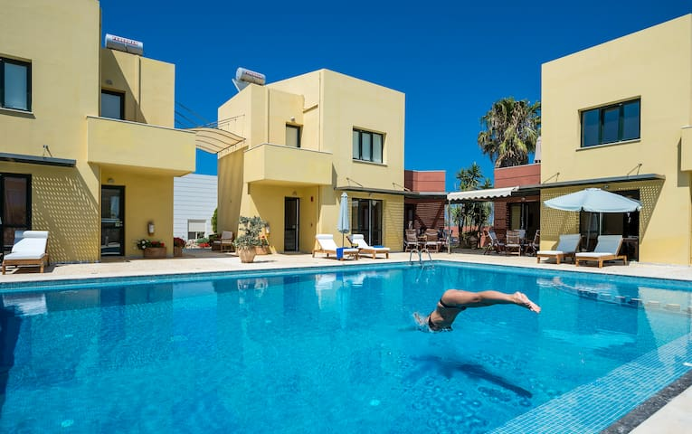 Villa, Sleeps 6 ,Beach,Pool,Seaview - Pirgos Psilonerou