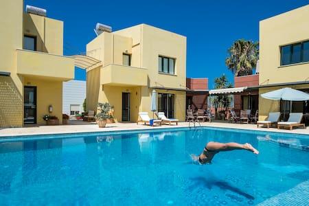 Villa, Sleeps 6 ,Beach,Pool,Seaview - Pirgos Psilonerou