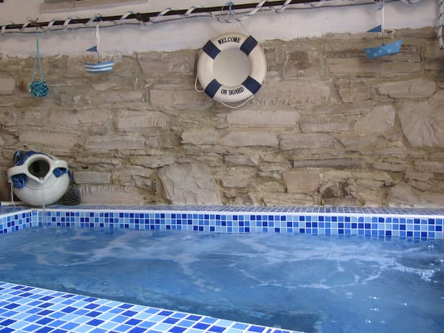 JACUZZI IN THE COURTYARD