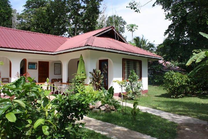 Haus Doris - La Digue - Rumah