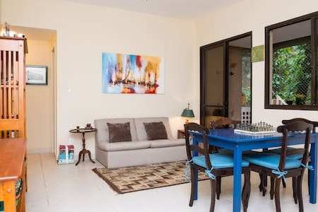 The apartament is very well located!  Less than 3 minutes away, by foot!, from the beautiful lagoa rodrigo de freitas. About 8 minutes away, by car, from the beachs: Ipanema, Leblon, Copacabana, Arpoador and Leme.