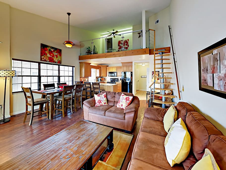 2nd-floor loft overlooking dining area for 6.