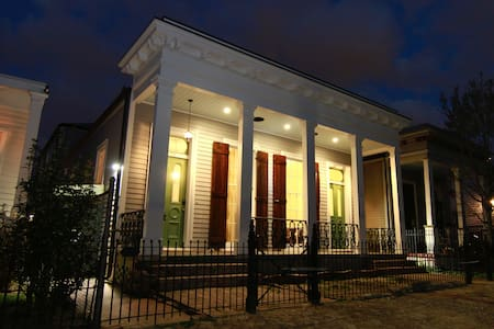 Classic, awe-inspiring historical home - New Orleans