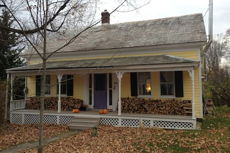 1800s Village Home Nr Lake Dunmore - Salisbury - Chatka