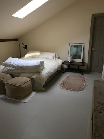 3rd-floor room with air mattress 5