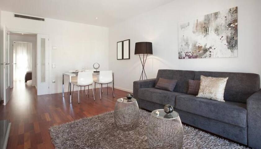 Beautiful flat in eixample phone number hidden for Appartamenti barcellona eixample