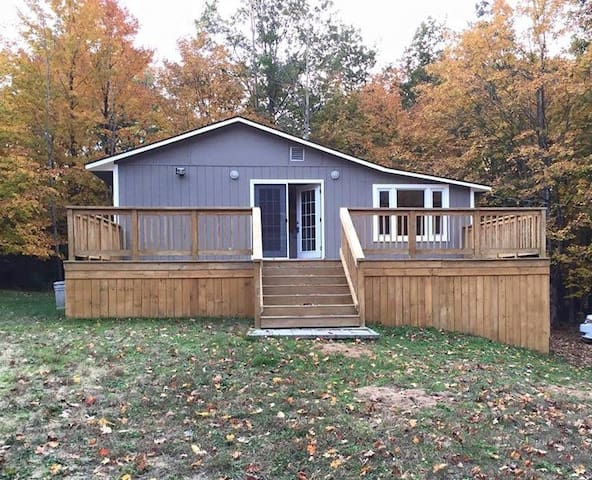 Adorable cottage near Long Lake; AVAILABLE MARCH - Traverse City - Huis