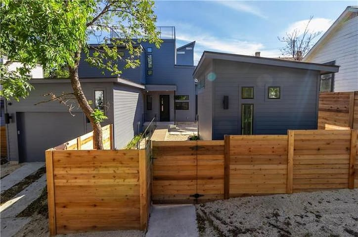 Modern Casita in the Heart of East Austin