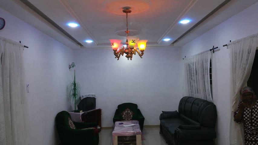 Beau studio 2 pièces, calme et confort assuré - Abomey Calavi - Apartamento