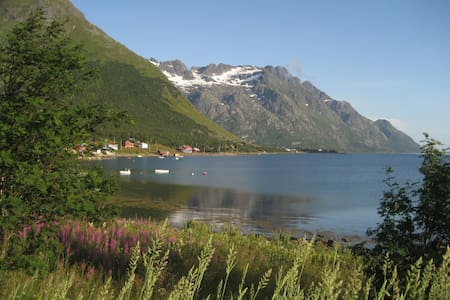 Charming house by the sea, Lofoten! - Laupstad - Casa