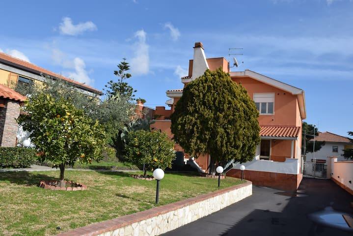 Villa Cinzia zona residenziale - Villaggio del Pino-le Ginestre - Apartment