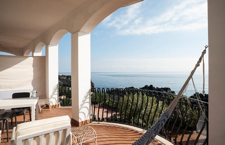 Seaside apt in Stazzo (Acireale) - อชีเรอาเล