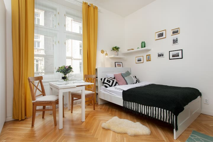 Lovely Nest for Couples · Super Neighbourhood!
