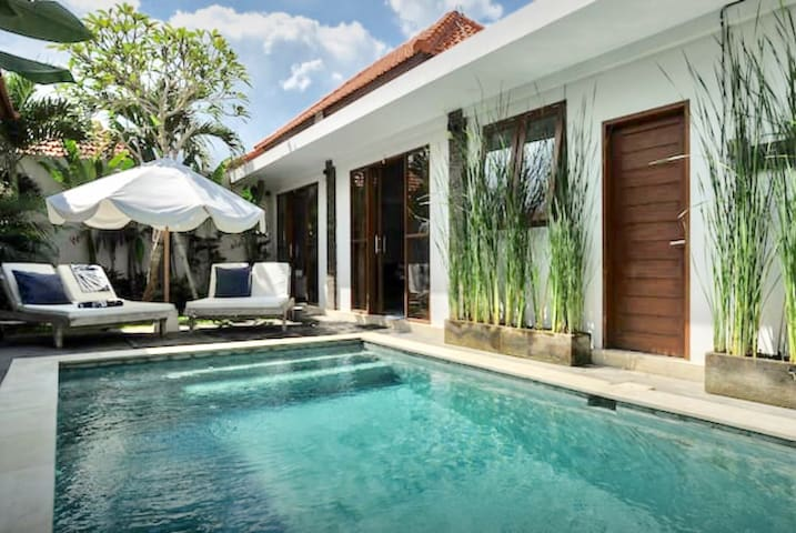 CASA ZULU Pool Villa walk to Canggu cafes & beach